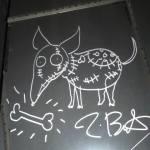 ティム・バートンのイラストとサインが飾られたホラーバーに行ってきた