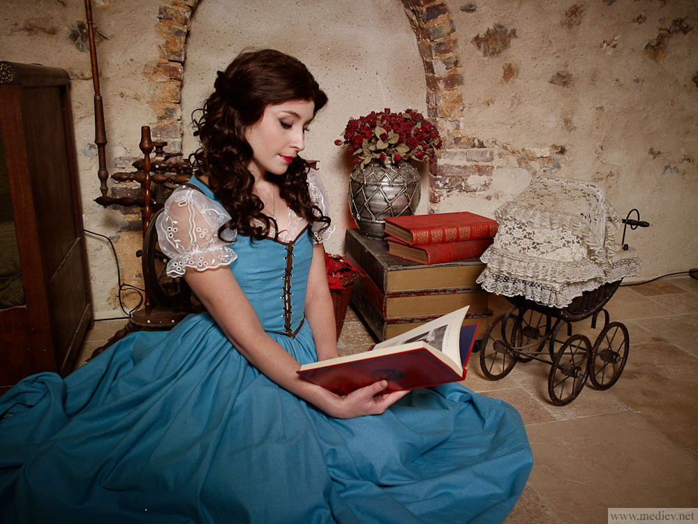 belle_by_nikitacosplay-d6nnnwy